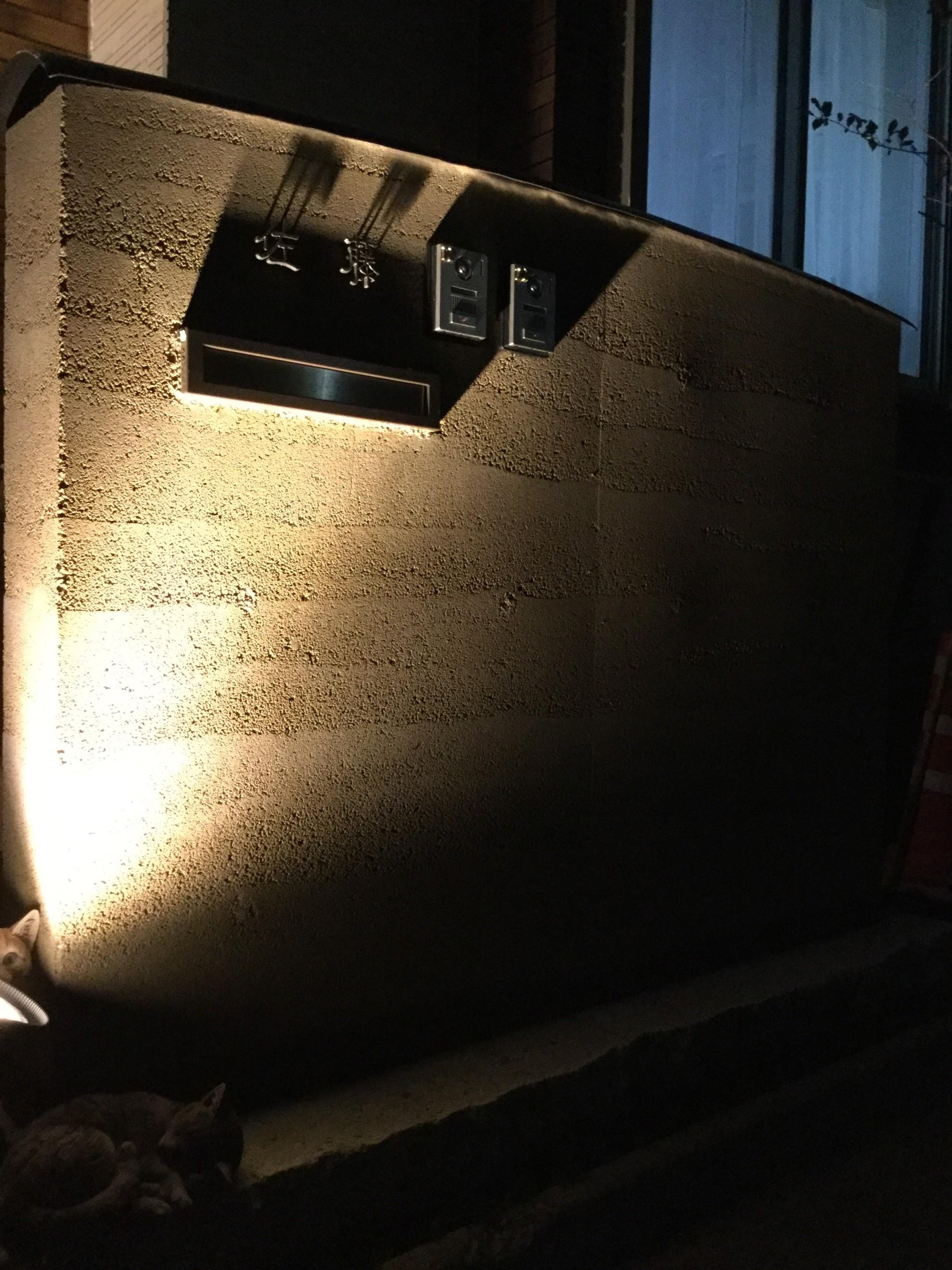 版築塀とアイアン屋根の門柱の庭 埼玉県(三芳町)-11