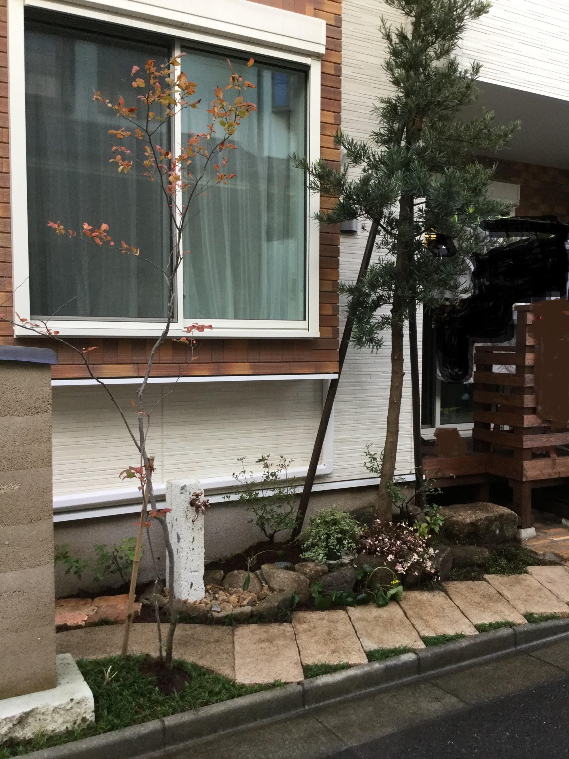 版築塀とアイアン屋根の門柱の庭 埼玉県(三芳町)-7